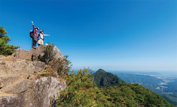 頂上からの絶景と日本の滝百選